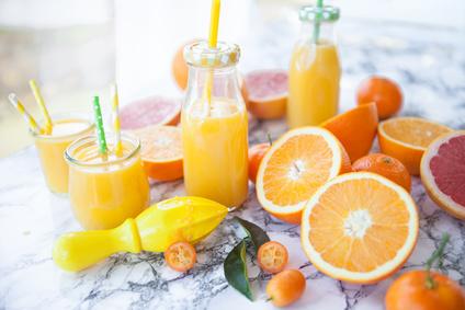 Saft mit frischen Zitrusfruechten - Zitrussäfte