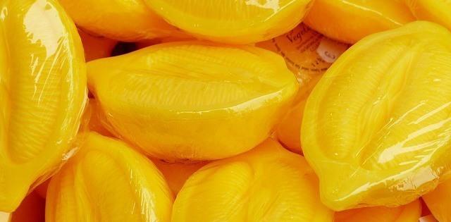 Zitronenseife in Form der Frucht